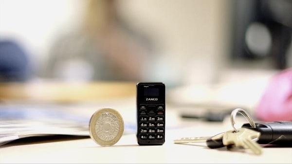 Представлен самый маленький мобильный телефон в мире